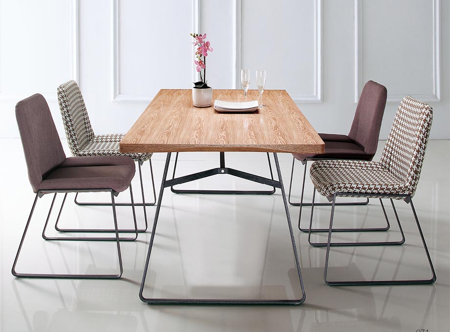Flyx_A6105-Table-02